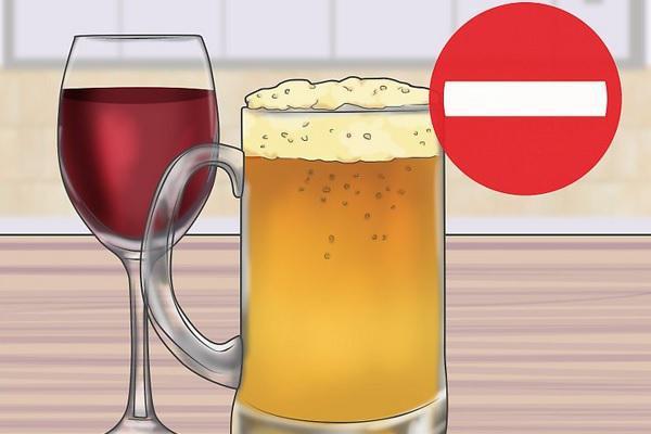 کاهش استفاده از مشروبات الکلی برای کاهش پف چشم