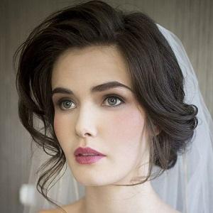 آموزش آرایش صورت متناسب با مدل موی فر