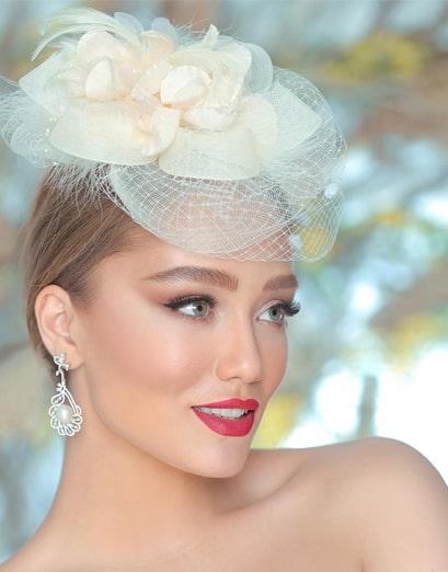 میکاپ عروس با موی روشن و اکسسوری